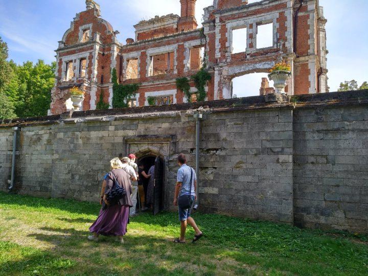 Замок Пашковых. Руины.