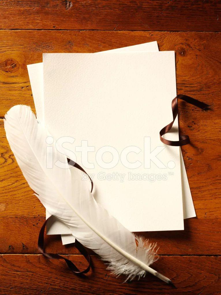 Перо и пергамент.