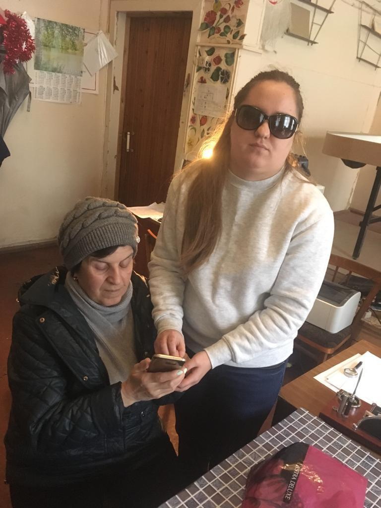 В Астрахани обучают пользоваться смартфоном на слух.